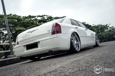 300cmonarch-10 (The Other Luxury // Chrysler 300C on Monarch)